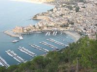 Veduta dall' alto di Castellammare del Golfo (particolare porto)  - Castellammare del golfo (1789 clic)