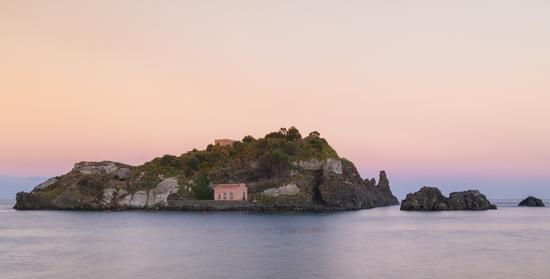 isola lachea al tramonto - ACI TREZZA - inserita il 15-Oct-12