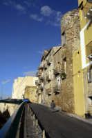 Viale Mediterraneo, la torre circolare del Castello di Terranova  - Gela (5414 clic)