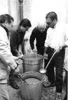 La festa di San Giuseppe. La preparazione del macco, minestra di legumi.  - Ramacca (8244 clic)