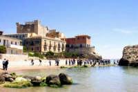Il castello e la spiaggia di Falconara  - Butera (5290 clic)