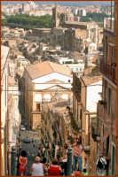 Vista dalla sommità della scalinata CALTAGIRONE Giuseppe Cirignotta