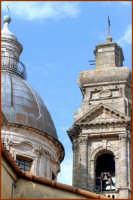 Particolare architettonico, la cupola ed il campanile  - Caltagirone (1591 clic)