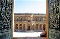 Il palazzo di città visto dalla Cattedrale  - Noto (1622 clic)