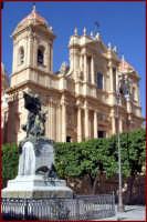 Monumento ai Caduti  - Noto (2273 clic)