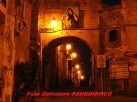 L' arcu visto da Piazza Roma  - Malvagna (4835 clic)