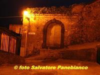 Notturno centro storico  - Malvagna (5127 clic)