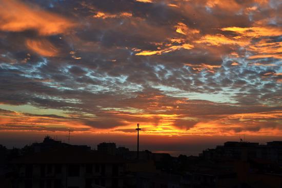 Alba vista da Via Salvatore Aldisio - CATANIA - inserita il 29-Oct-13