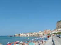 Spiaggia affollata in agosto  - Cefalù (5093 clic)