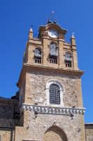 Aidone, 1 maggio 2007; torre campanaria della Chiesa Madre Santa Maria la Cava nonchè Santuario di San Filippo Apostolo.  - Aidone (2662 clic)