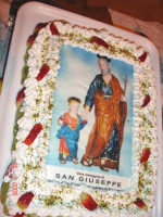 Catenanuova, La Torta nella tavolata in onore di San Giuseppe, piazza Municipio 16.03.2006. (Foto concessa da Carmelo Di Marco)  - Catenanuova (4539 clic)