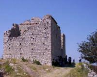 Monte Scalpello, i resti della nuova chiesa costruita e mai conclusa intorno agli anni '30/40, e distrutta dai bombardamenti della seconda guerra mondiale.  - Catenanuova (3182 clic)
