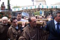 Aidone, 1 maggio 2007 festa di San Filippo Apostolo; alcuni dei portatori della vara.  - Aidone (3496 clic)