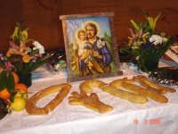 Catenanuova, tavolata in onore di San Giuseppe, piazza Municipio 16.03.2006. (Foto concessa da Carmelo Di Marco)   - Catenanuova (1630 clic)