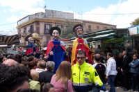 Aidone, 1 maggio 2007 festa di San Filippo Apostolo; alcuni Santoni precedono la processione del Santo.  - Aidone (5826 clic)