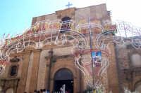 Aidone, 1 maggio 2007 festa di San Filippo Apostolo; facciata principale del Santuario del Santo illuminata a festa.  - Aidone (3335 clic)