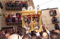 Capizzi (ME), 26 luglio 2007 Festa del Protettore San Giacomo Apostolo Maggiore - dopo l'abbattimento del muro il fercolo lascia piazza dei Miracoli.  - Capizzi (8092 clic)