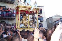Capizzi (ME), 26 luglio 2007 Festa del Protettore San Giacomo Apostolo Maggiore - la processione con il Santo arriva di corsa in piazza dei Miracoli per il tradizionale abbattimento del muro.  - Capizzi (3249 clic)