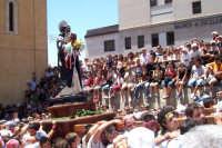 Agrigento - 8 luglio 2007 Festa di San Calogero eremita compatrono della città, il Santo si dirige verso la scalinata che conduce in piazza.  - Agrigento (1523 clic)