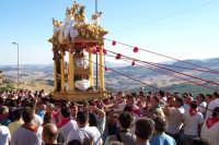 Capizzi (ME), 26 luglio 2007 Festa del Protettore San Giacomo Apostolo Maggiore - la processione per le vie esterne della città di fronte ad uno splendido panorama.  - Capizzi (5900 clic)
