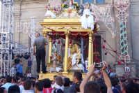 Capizzi (ME), 26 luglio 2007 Festa del Protettore San Giacomo Apostolo Maggiore - dopo l'uscita la vara col Santo si dirige per le vie cittadine.  - Capizzi (5436 clic)