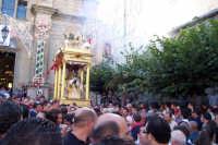 Capizzi (ME), 26 luglio 2007 Festa del Protettore San Giacomo Apostolo Maggiore - la trionfale uscita di corsa tra lo sparo dei mortaretti e l'entusiasmo del popolo devoto.  - Capizzi (3293 clic)