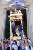 Capizzi (ME), 26 luglio 2007 Festa del Protettore San Giacomo Apostolo Maggiore - la trionfale uscita di corsa tra lo sparo dei mortaretti e l'entusiasmo del popolo devoto.  - Capizzi (6614 clic)