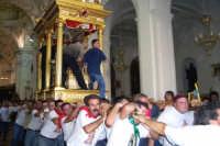 Capizzi (ME), 26 luglio 2007 Festa del Protettore San Giacomo Apostolo Maggiore - correndo la vara portata a spalla si avvia verso l'uscita andando incontro al popolo di Capizzi.  - Capizzi (7100 clic)