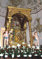 Capizzi (ME), 26 luglio 2007 Festa del Protettore San Giacomo Apostolo Maggiore - il Santo sull'altare maggiore del Santuario prima della processione.  - Capizzi (12246 clic)