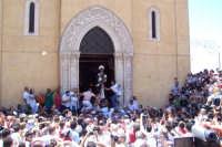 Agrigento - 8 luglio 2007 Festa di San Calogero eremita compatrono della città, l'uscita del Santo dal Santuario; nonostante il patrono della città sia San Gerlando, gli agrigentini tributano onore e devozione a San Calogero.  - Agrigento (2306 clic)
