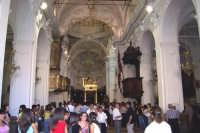 Capizzi (ME), 26 luglio 2007 Festa del Protettore San Giacomo Apostolo Maggiore - interno del Santuario prima dell'uscita del Santo.  - Capizzi (8716 clic)