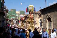 Misterbianco 5 agosto 2007 - Festa Grande del Patrono Sant'Antonio Abate, particolare delle candelore che precedono la vara del Santo.  - Misterbianco (2016 clic)