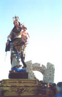 Catenanuova, Monte Scalpello, la festa in onore Maria SS. del Rosario Patrona del Monte, nella prima domenica di ottobre; statua lignea del XVI secolo.  - Catenanuova (6767 clic)
