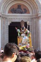 Misterbianco 5 agosto 2007 - Festa Grande del Patrono Sant'Antonio Abate, l'uscita del Santo fra innumerevoli spari a salve.  - Misterbianco (2294 clic)