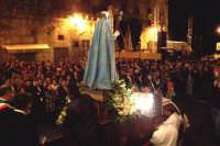 Assoro (En), 31 maggio 2007 - Festa di Santa Petronilla vergine e martire Patrona della Città; verso il rientro in Chiesa Madre si assiste ai giochi pirotecnici.  - Assoro (3991 clic)