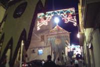 Assoro (En), 31 maggio 2007 - Festa di Santa Petronilla vergine e martire Patrona della Città; i gonfaloni delle congregazioni aprono il corteo processionale.  - Assoro (3747 clic)