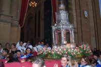 Piazza Armerina 15 agosto 2007 - Festa di Maria SS. delle Vittorie Patrona della Città e Diocesi, l'uscita dalla Cattedrale del reliquiario al cui interno si conserva un capello della Madonna.  - Piazza armerina (5332 clic)