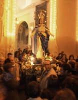 Catenanuova, festa in onore di Maria SS. Immacolata, l'uscita dalla Chiesa Madre, nel 150° del dogma, 08 dicembre 2004.  - Catenanuova (3324 clic)