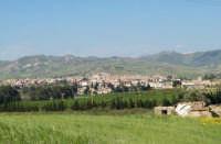 Panoramica di Catenanuova, vista dai piedi di monte Scalpello.  - Catenanuova (3496 clic)