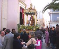 Catenanuova, 19 marzo 2005, festa in onore del Patriarca S. Giuseppe, la festosa uscita dalla Chiesa Madre a Lui dedicata.  - Catenanuova (3381 clic)