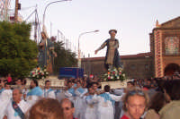 2 luglio, festa di Maria SS. della Visitazione Patrona di Enna, i santi Elisabetta e Zaccaria corrono ad accogliere la nave d'oro con la Vergine, nell'eremo di Montesalvo.  - Enna (3569 clic)