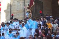 2 luglio, festa di Maria SS. della Visitazione Patrona di Enna, l'uscita di San Michele Arcangelo dal Duomo.  - Enna (5567 clic)