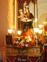 Catenanuova, 18 settembre 2005, festa in onore della compatrona Maria SS. delle Grazie, l'uscita dalla Chiesa Madre (foto concessa da Carmelo Di Marco).    - Catenanuova (1862 clic)
