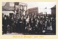 Catenanuova, Festa di San Giuseppe, 19 marzo 1951, sulla vara lignea del 1738 svanita nel nulla intorno agli anni '50.  - Catenanuova (4687 clic)