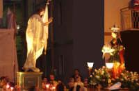 Catenanuova, Domenica di Pasqua 2005: il festoso incontro del Cristo Risorto e la Madonna svelata dal manto nero. (Foto concessa da Carmelo Di Marco).   - Catenanuova (3023 clic)