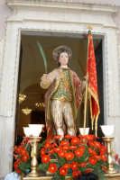 Catenanuova - 04 settembre 2005. Il festoso rientro in Chiesa Madre dopo 45 anni di abbandono al degrado, dell'antica statua del 1752, del patrono San Prospero martire.   - Catenanuova (1704 clic)