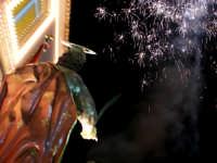 Domenica 30 settembre 2007 - la Festa di San Prospero martire Patrono di Catenanuova, il Santo salutato dai fuochi rientra in Chiesa Madre. (Foto concessa dal carissimo Riccardo Spoto)  - Catenanuova (1815 clic)