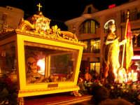 Domenica 30 settembre 2007 - la Festa di San Prospero martire Patrono di Catenanuova, le Reliquie e il simulacro del Santo in piazza Madonna del Rosario. (Foto concessa dal carissimo Riccardo Spoto)  - Catenanuova (2023 clic)
