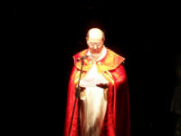Domenica 30 settembre 2007 - la Festa di San Prospero martire Patrono di Catenanuova, in piazza Madonna del Rosario il Parroco Don Natale Bellone legge il messaggio agli emigrati in Argentina. (Foto concessa dal carissimo Riccardo Spoto)  - Catenanuova (1794 clic)