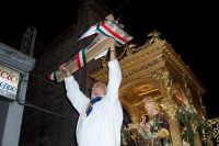 Santa Maria di Licodia, 27 agosto 2007 - Festa del Patrono San Giuseppe, gli viene offerto un grande pane a forma di bastone.  - Santa maria di licodia (3412 clic)